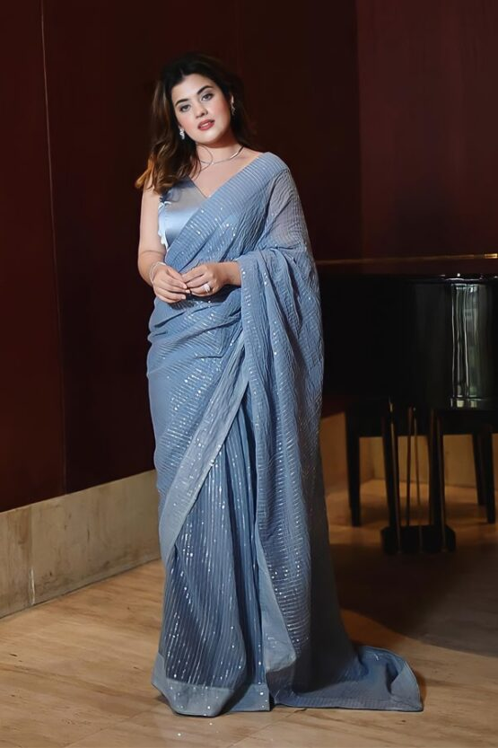 Evening wedding designer saree for wedding reception.