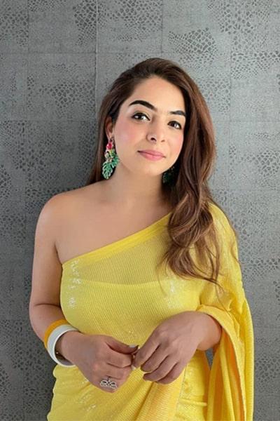 Modern farewell sarees for Teenage girls Yellow