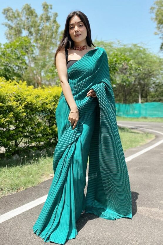 Simple designer sarees for wedding party 2021