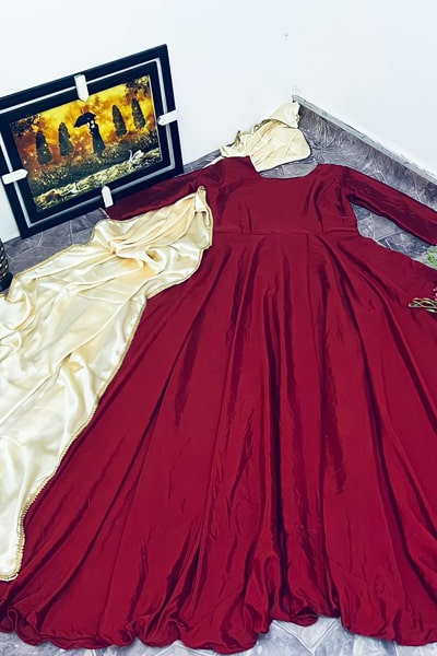 Simple gowns for indian wedding reception 2021.