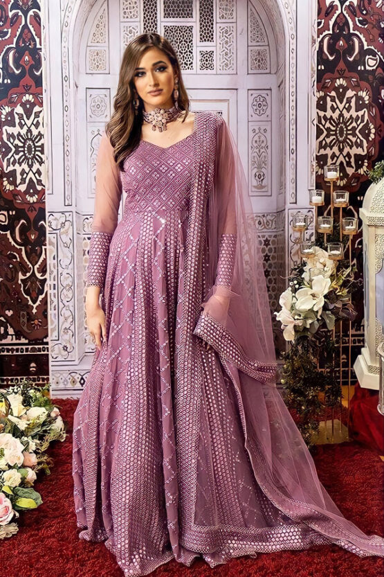 Indian wedding outfit for female guest 2021