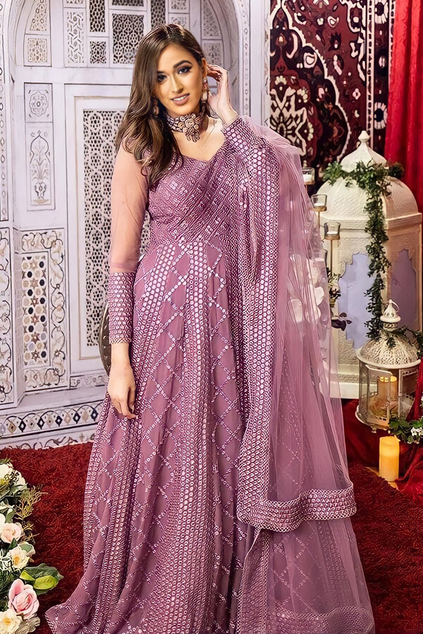 Indian wedding outfit for female guest 2021.