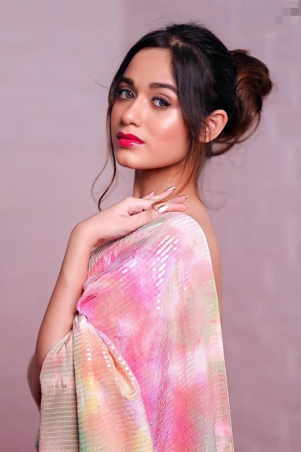 Jannat zubair saree look online.