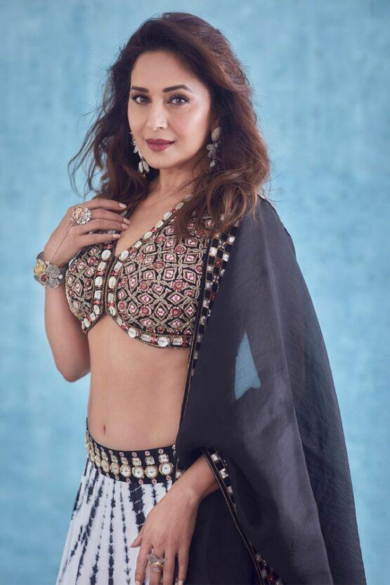 Madhuri dixit lehenga in dance deewane 3.