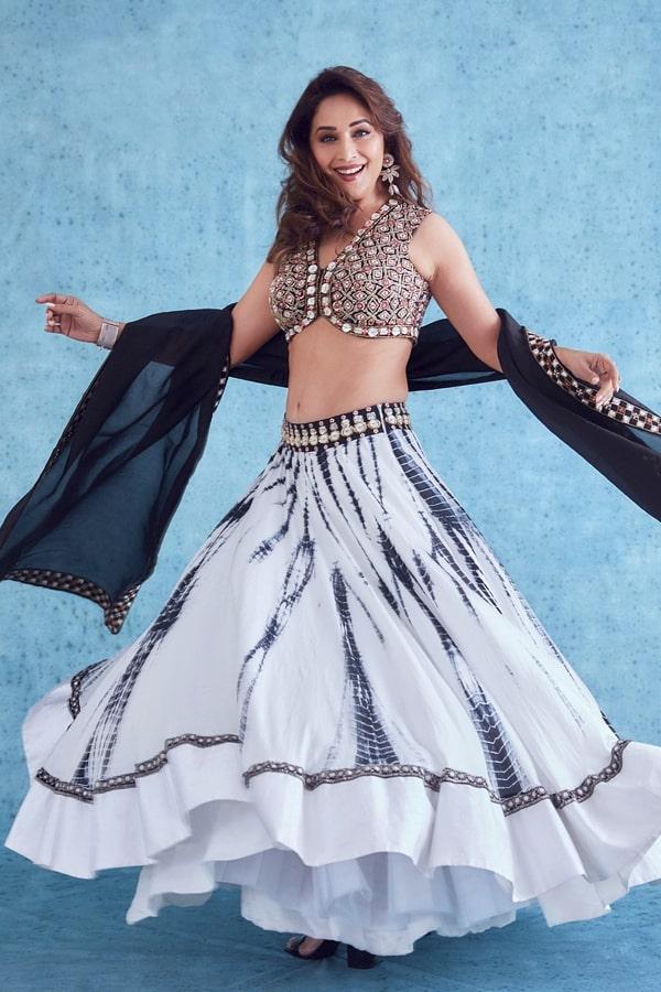 Madhuri dixit lehenga in dance deewane 3