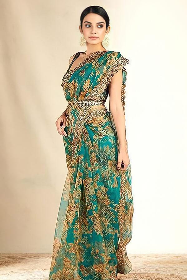 Modern designer saree for Wedding Reception online