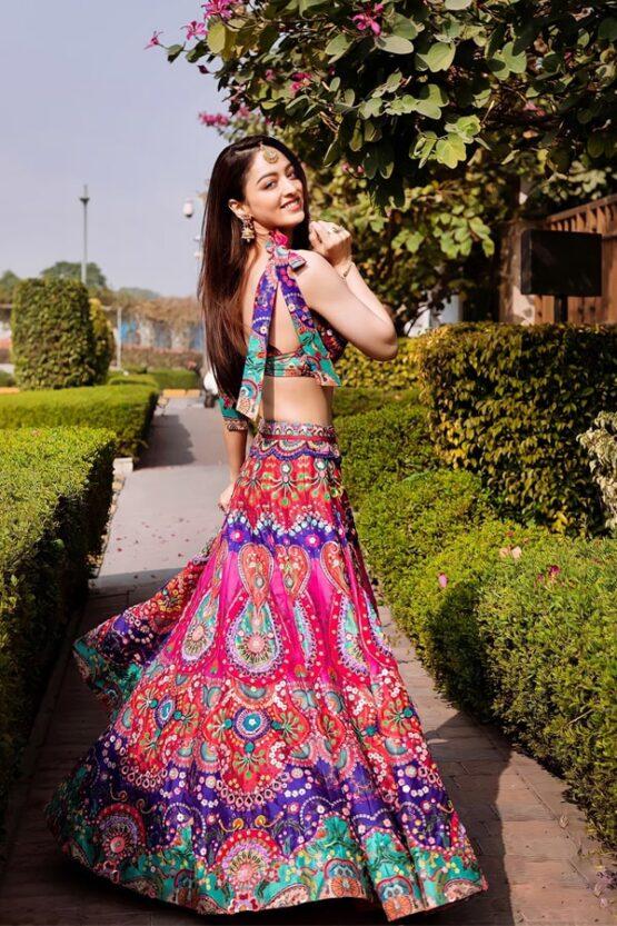 Modern lehenga for bride sister Multicolor