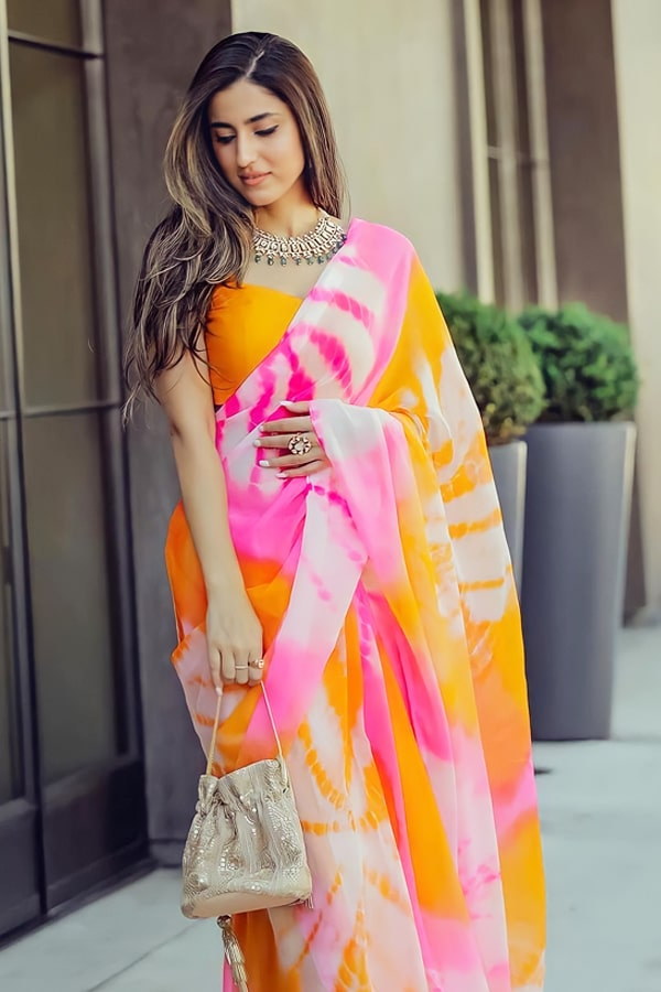 Simple designer sarees for wedding party