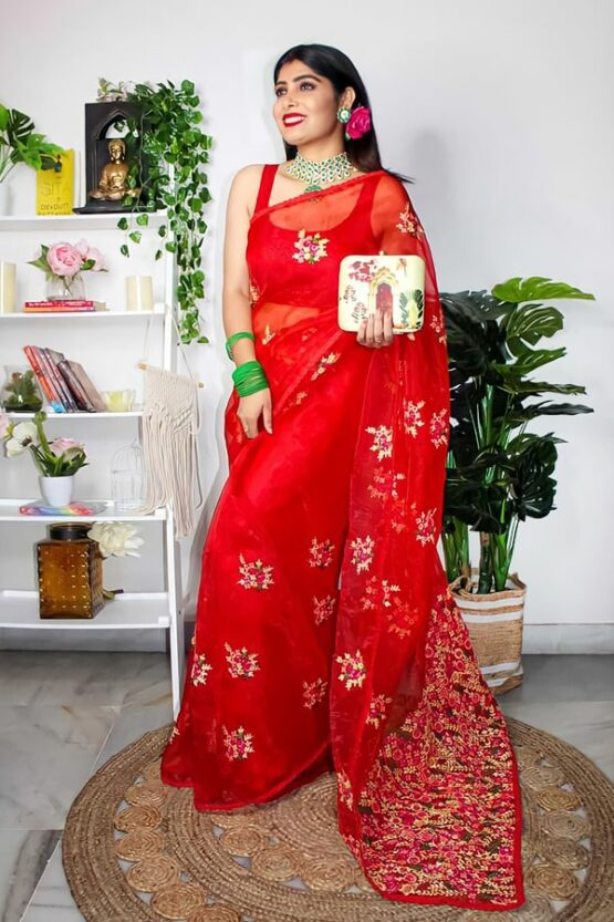 Simple saree look for friend's wedding 2021