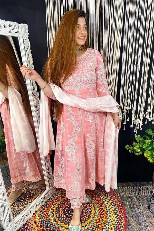 latest kurti design images 2021 for girl peach