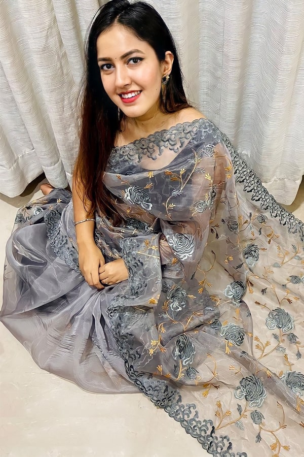 saree look for wedding party for girl 2021