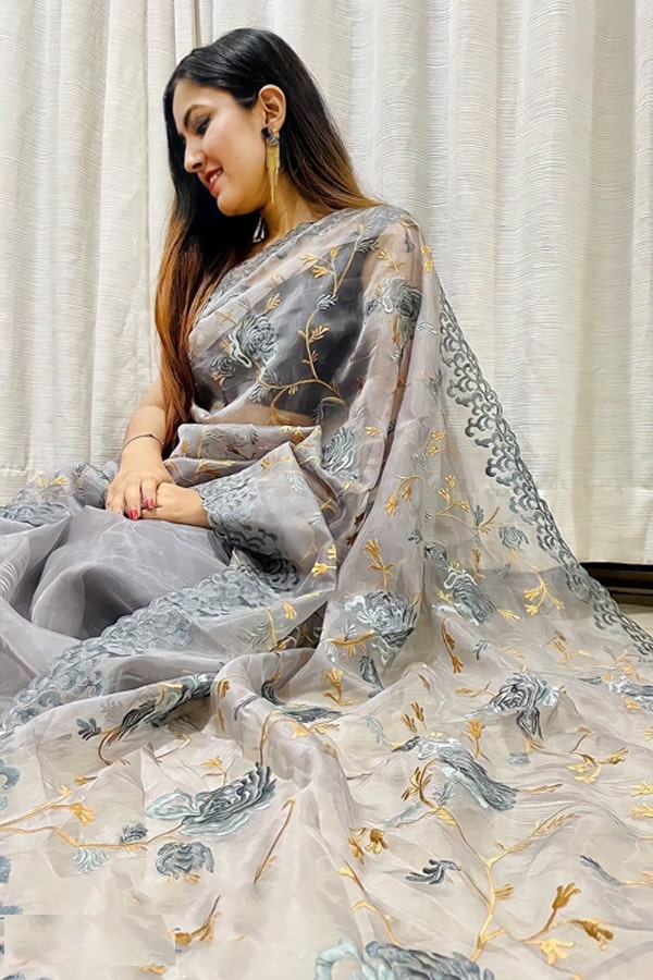 saree look for wedding party for girl.