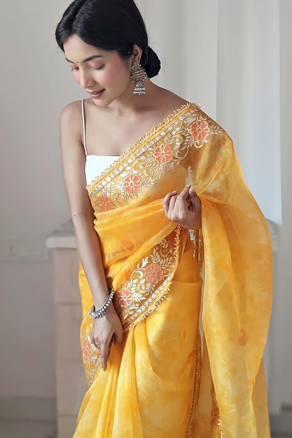 Designer sarees for wedding party online yellow (2)