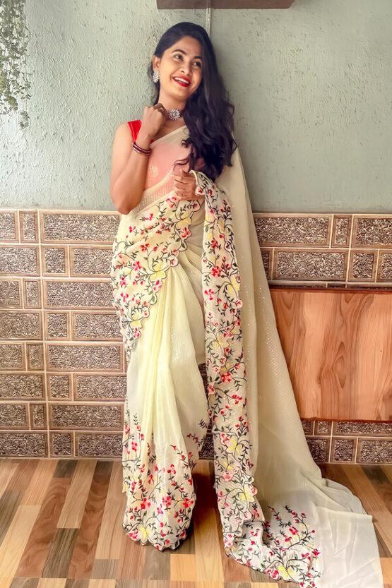 Durga puja saree look collection 2021 yellow.