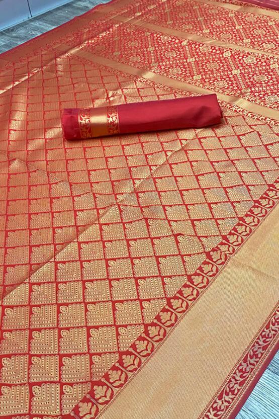 New saree design 2021 for wedding.