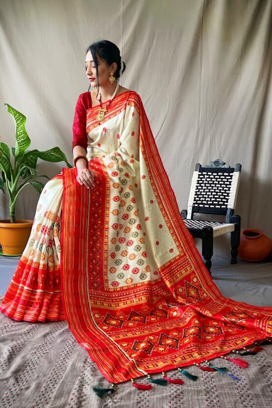 Red and white saree for Durga puja.