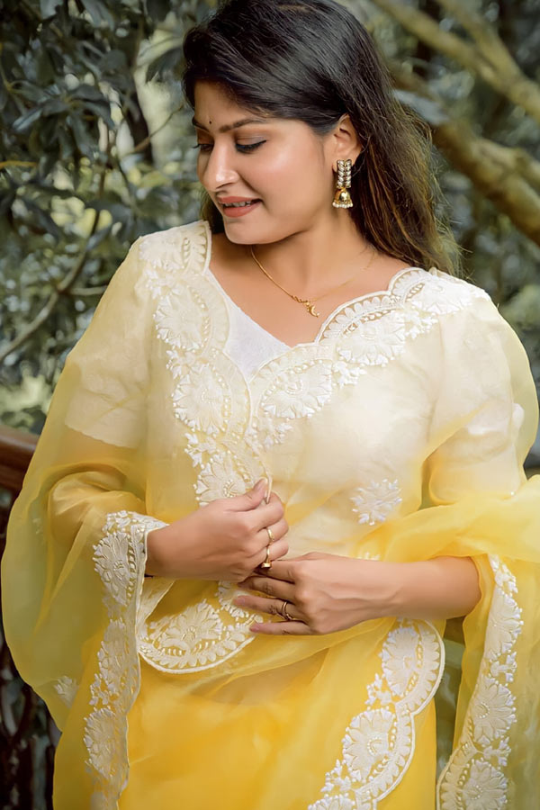 Saree for girls party wear 2021-2022 yellow (2)