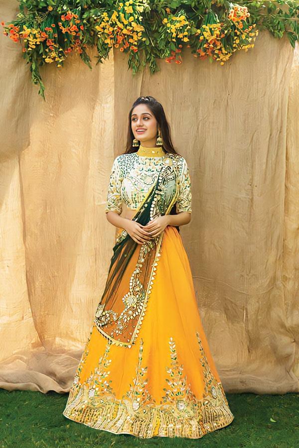 mehndi lehenga for bride sister online.