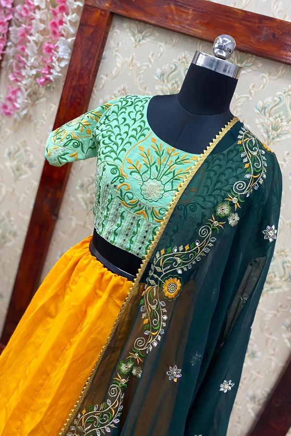 mehndi lehenga for bride sister