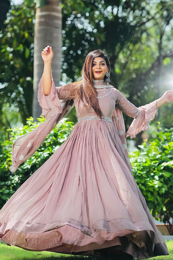 Latest gown design 2021 2022 for girls.